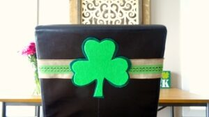 clover-chair-sash-complete