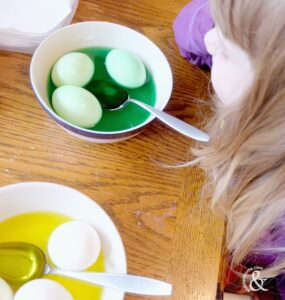 food-colouring-painted-easter-eggs-2