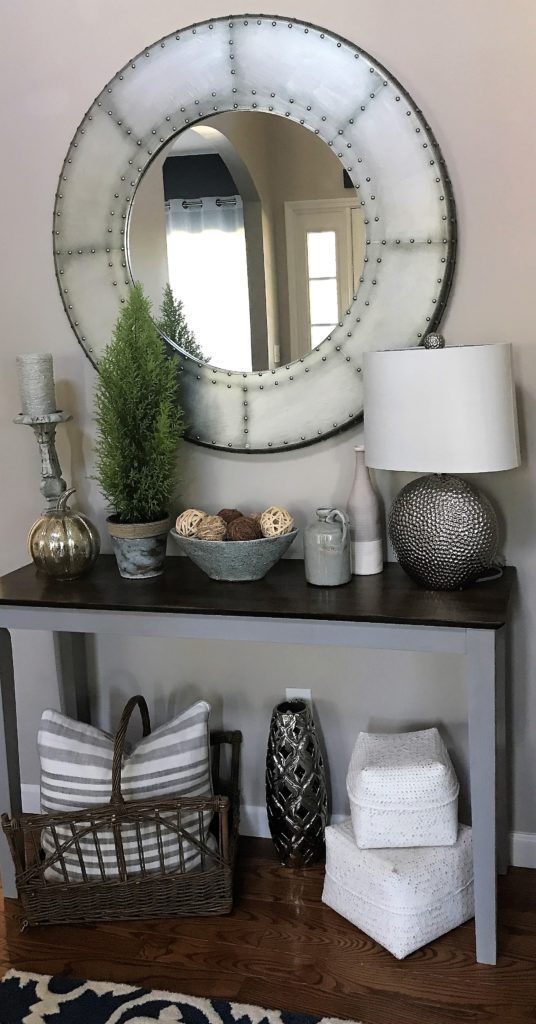 DIY Elegant Entryway Table - Simply Pretty Life.