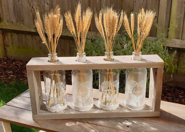 DIY Wooden Vase Holder by Wooden Pallet Projects