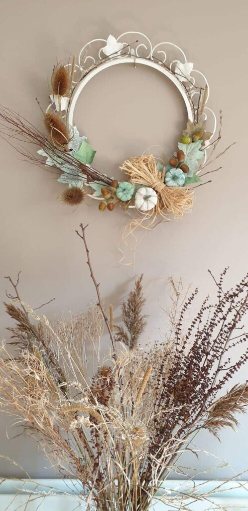 An Awesome DIY Fall Wreath - Easy Upcycling Project by Wooden Pallet Projects.